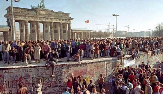 Berlin Duvarı'nın Yapılışı ve Yıkılışı